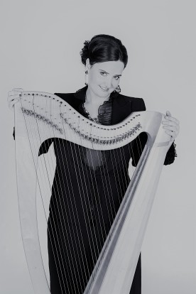 bw-with-harp-close-up-fav-2